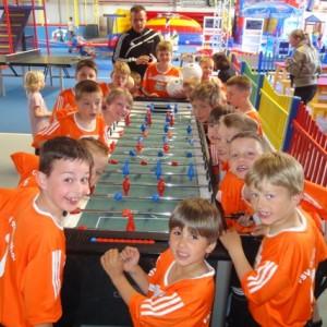 Fitolino-Trikotübergabe für Fußball-Kids